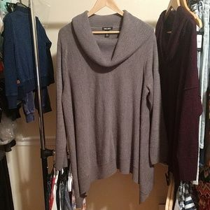 CUTE Plus Size Gray Sweater! Perfect Shape